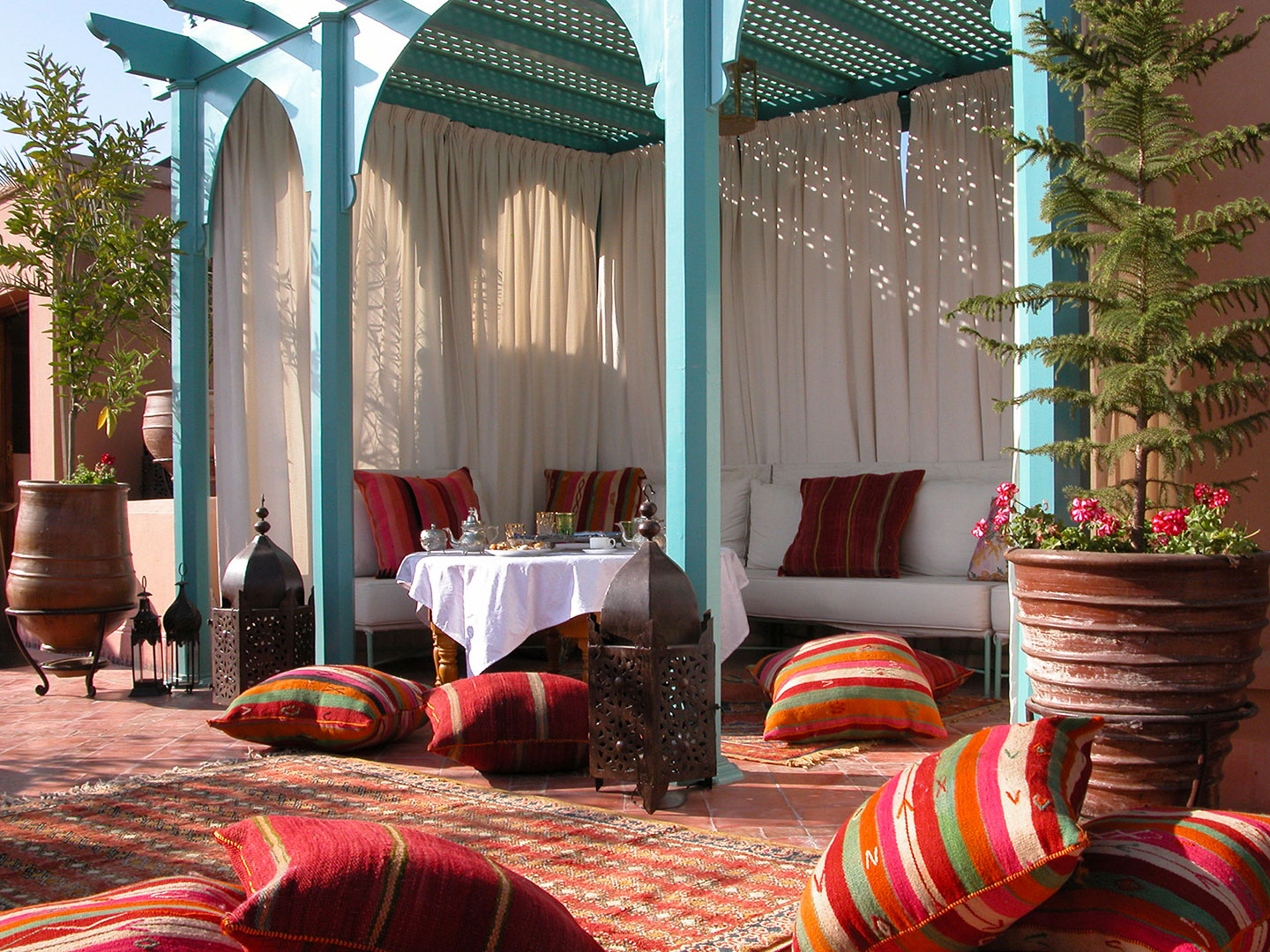 Riad kniza photo marrakech riad photo hotel marrakech for Decoration patio exterieur